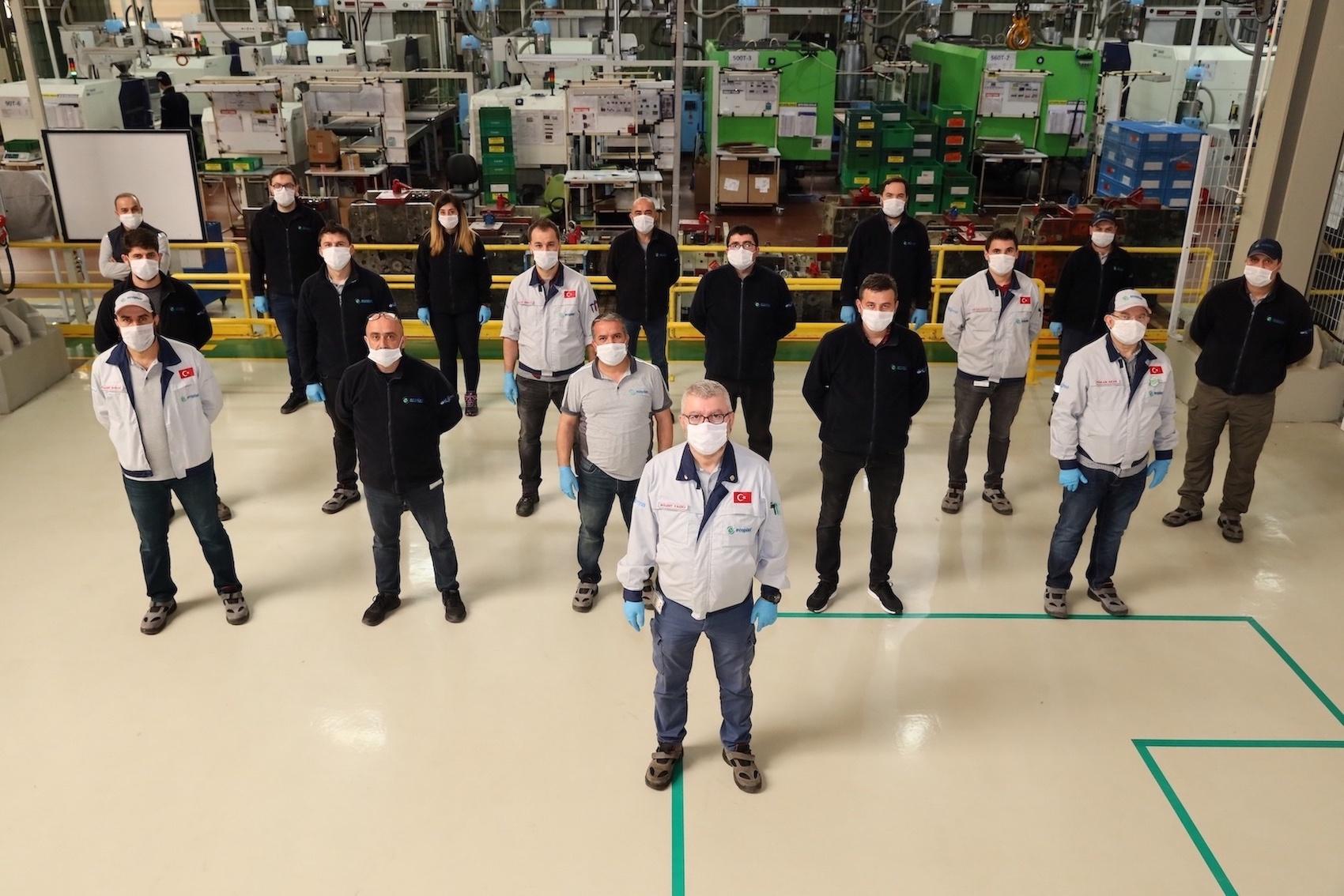 Sağlıkçılar için 42 bin adet siperlik maske üretti